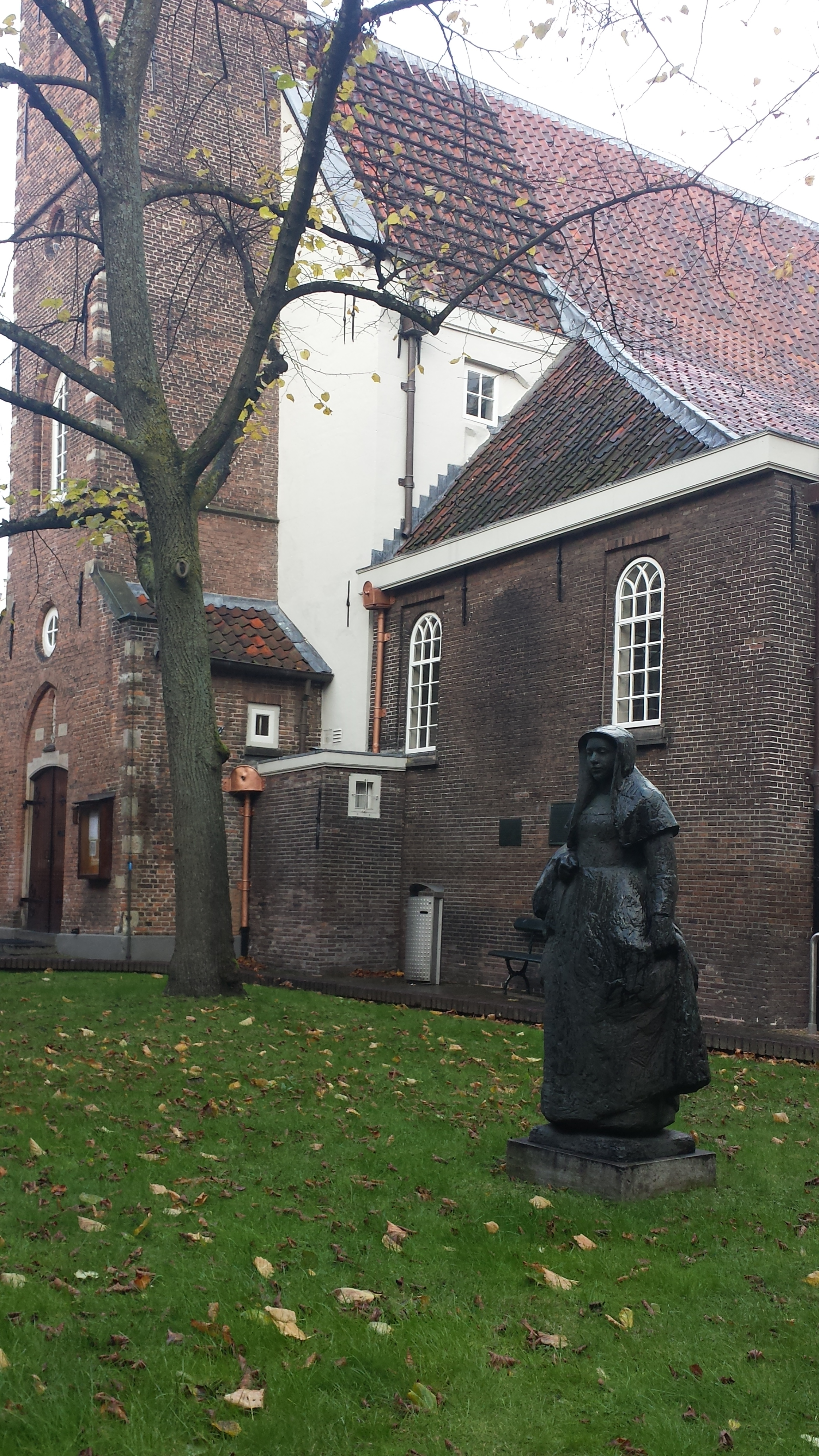 If it looks like a Pilgrim... Outside the English Church at Begijnhof 48