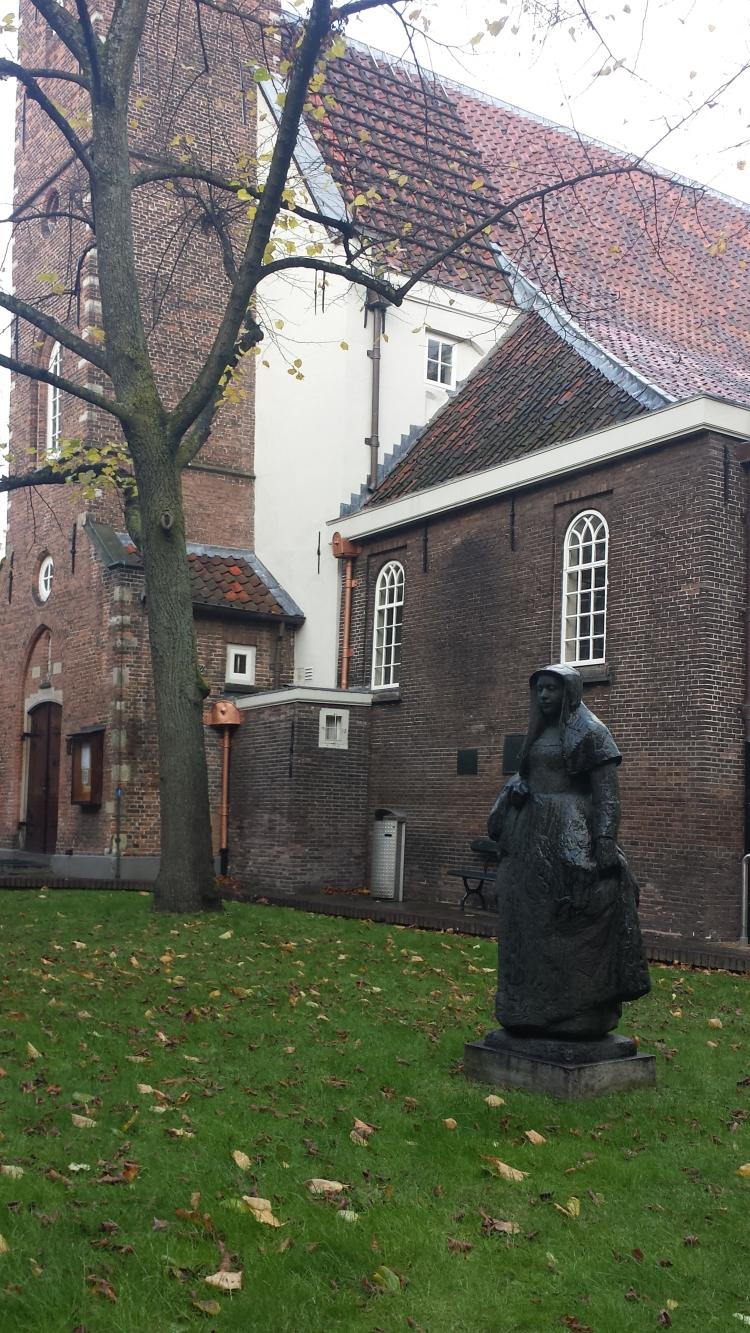 If it looks like a Pilgrim... Outside the English Church at Begijnhof 48
