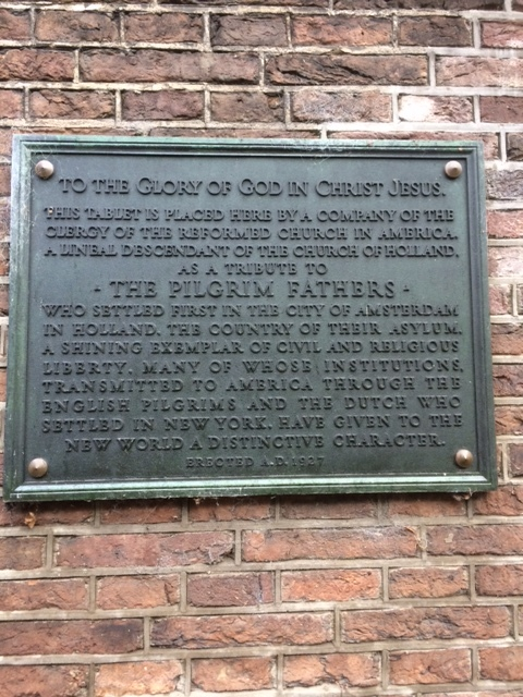 Pilgrim plaque attached to the facade of the English Church