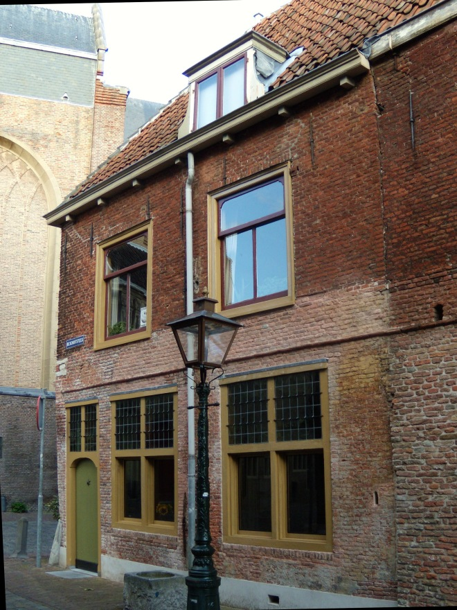 Exterior of the Leiden American Pilgrim Museum, dedicated to the Pilgrims who lived in the city from 1608 until their 1620 departure for America.                  photo credit By Herenld - Own work