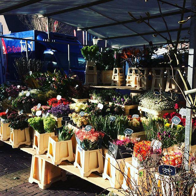 Market flowers on Valentines. #flowers #flowersofinstagram #DutchScoop