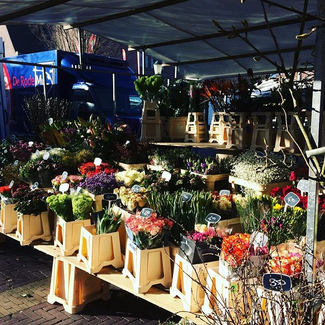Market flowers on Valentines. #flowers #flowersofinstagram #DutchScoop