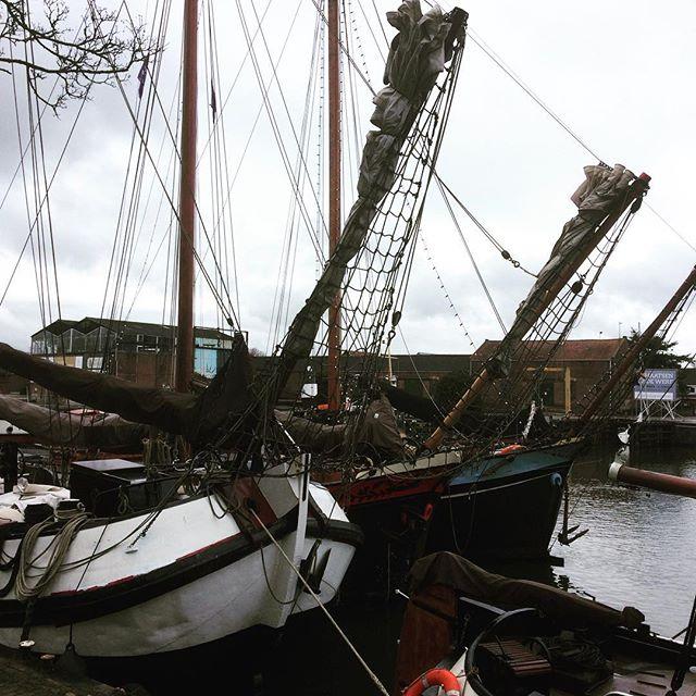 Boats at rest in Muiden Harbor. #boats #dutchboats #harbor #DutchScoop
